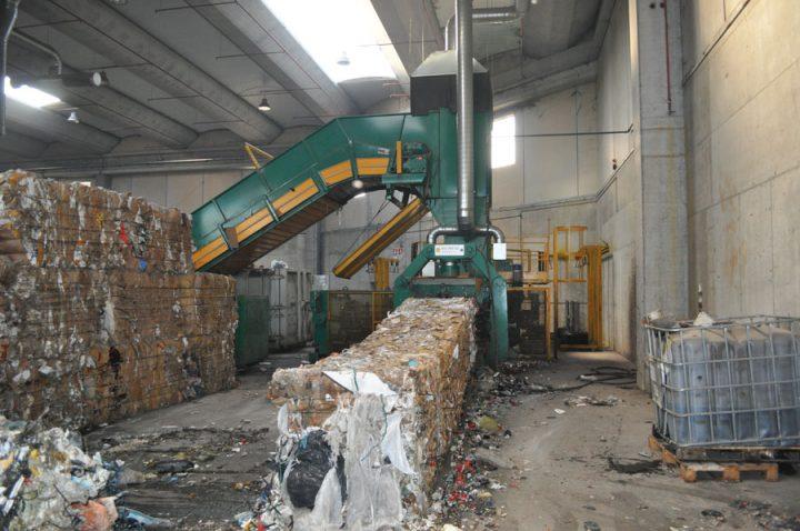 Selezione e cernita rifiuti